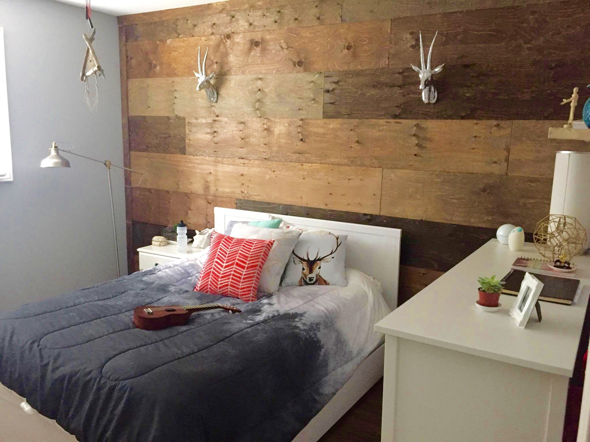 Bedroom pallet wood wall